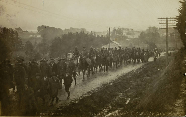 """'Waiuku """"Peace Day"""" procession', 1919. - Auckland Libraries"""